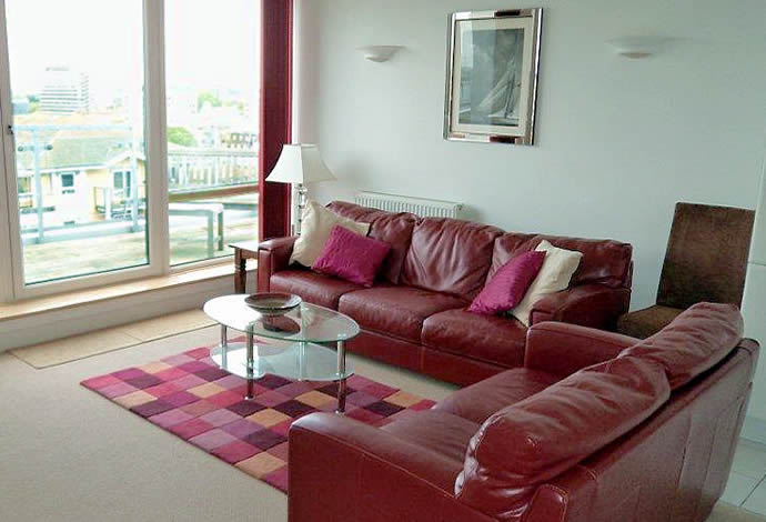 3 bed serviced apartment livingroom